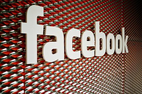Facebook-Profit-Sinks-ahead-of-IPO-01