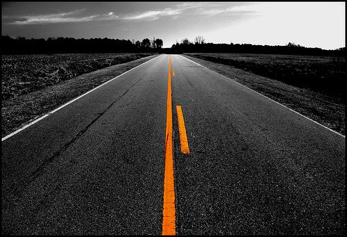 yellow-stripe-road-pic
