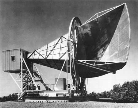 Photo of antenna at AT&T Research, Holmdel, NJ (National Park Service)